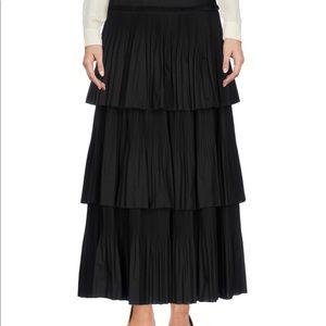 Alberta Ferretti black size 6 skirt. NWT